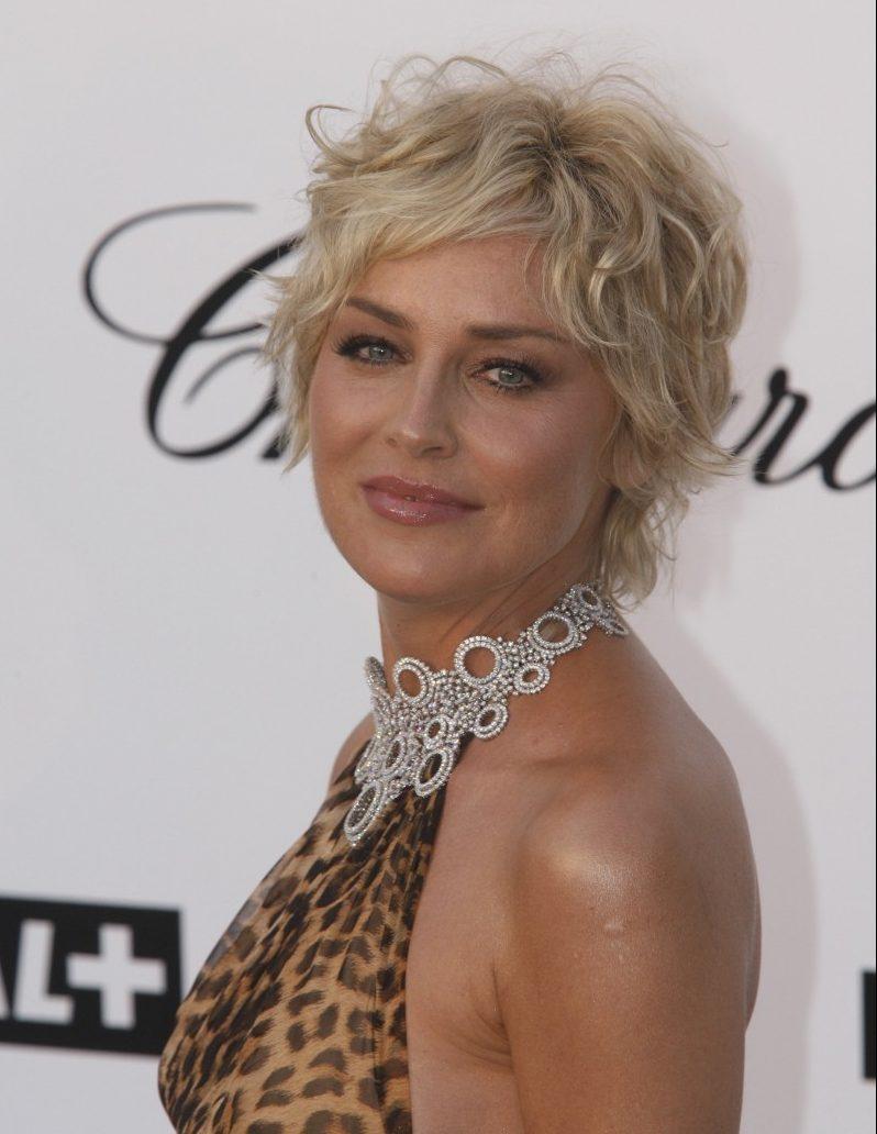 Mittellange Haarschnitte für Frauen ab 11 Jahren. Anti-Aging